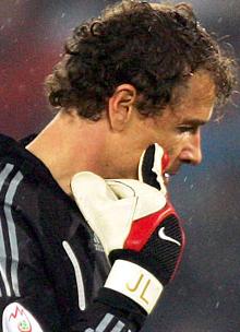Mad Jens Lehmann takes offense to Khalid Boulahrouzs headband
